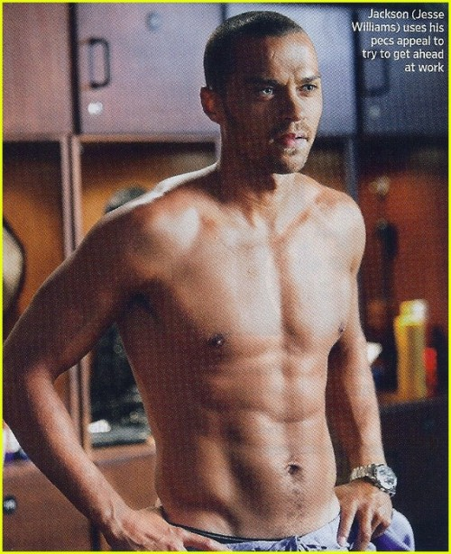 jesse-williams-greys-anatomy-shirtless-scenes-01
